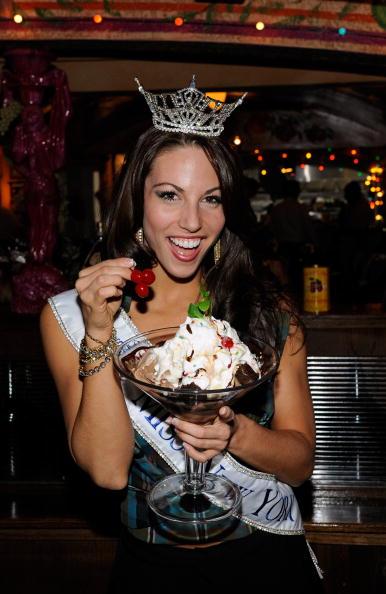 Sweet Food「Miss America Contestants Visit Buca Di Beppo Restaurant」:写真・画像(5)[壁紙.com]