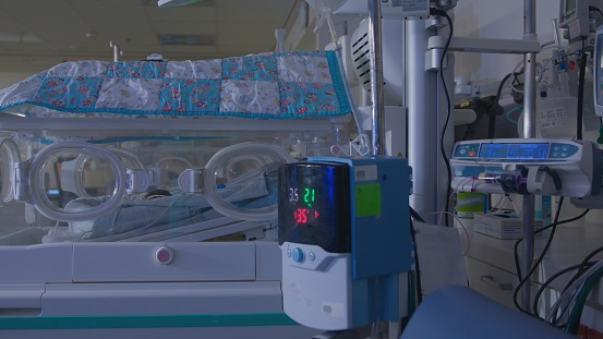 Struggle「Incubator for premature babies in the intensive care unit of the hospital」:スマホ壁紙(6)