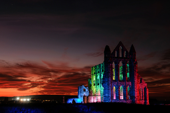Bestpix「Whitby Abbey Is Bathed In Dramatic Illuminations For Halloween」:写真・画像(17)[壁紙.com]