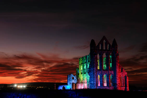 Whitby Abbey Is Bathed In Dramatic Illuminations For Halloween:ニュース(壁紙.com)