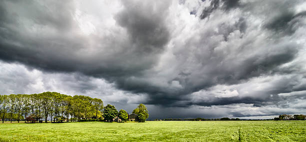 Incoming storm:スマホ壁紙(壁紙.com)