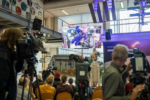 宇宙ステーション「Astronaut Alexander Gerst Final Video Call From ISS Space Station canceled due techical problems」:写真・画像(7)[壁紙.com]