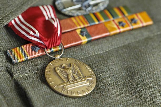 WW II US Army Uniform with Medals:スマホ壁紙(壁紙.com)