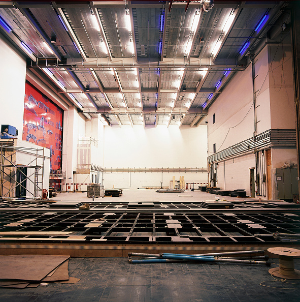 Ceiling「Moving stage inside the Royal Opera House Covent Garden, London, United Kingdom」:写真・画像(1)[壁紙.com]