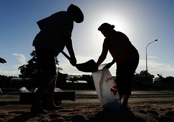 Sandbag「Queenslanders Brace For Cyclone Yasi」:写真・画像(18)[壁紙.com]