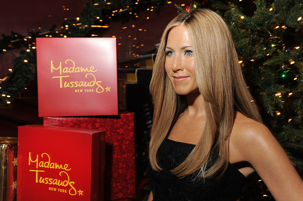Black Color「Jennifer Aniston Warms Up Winter At Madame Tussausds New York」:写真・画像(16)[壁紙.com]