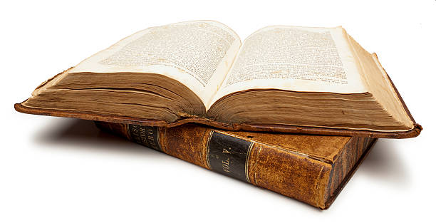 Two Old Books, One open. White Background, Clipping Path.:スマホ壁紙(壁紙.com)