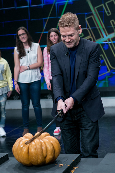 Alternative Pose「Kenneth Branagh And Richard Madden Attend 'El Hormiguero' TV Show」:写真・画像(12)[壁紙.com]