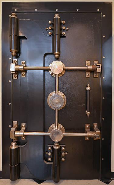 Antique Bank Vault Door:スマホ壁紙(壁紙.com)