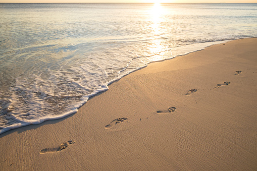 Seascape「Footprints on beach」:スマホ壁紙(17)