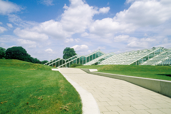Footpath「Greenhouses at Kew Gardens. London, United Kingdom.」:写真・画像(16)[壁紙.com]