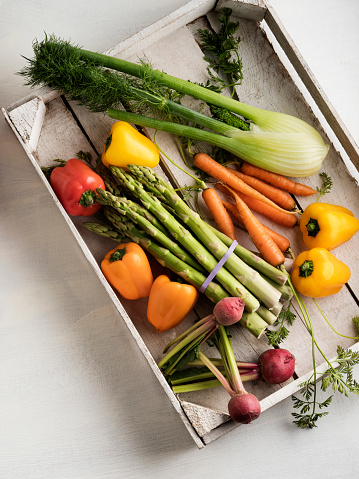 Asparagus「veggies in wood box with white backdrop,Fresh vegetables」:スマホ壁紙(0)