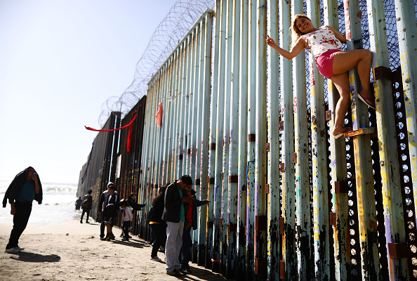 Baja California Peninsula「President Trump Threatens To Close The Southern Border With Mexico Over Immigration」:写真・画像(9)[壁紙.com]