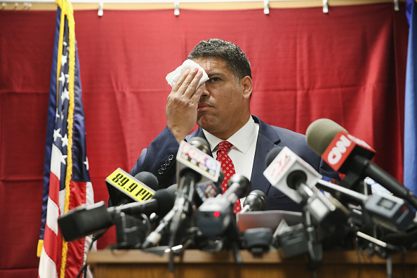 Rubbing「Madison District Attorney Announces No Charges Against Officer Involved In Tony Robinson Shooting」:写真・画像(3)[壁紙.com]