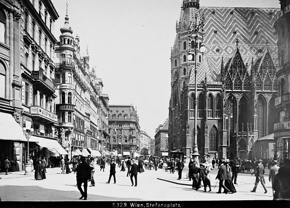 Town Square「Vienna 1: Stephansplatz. About 1900. Photograph By Bruno Reiffenstein (No. 5329).」:写真・画像(3)[壁紙.com]