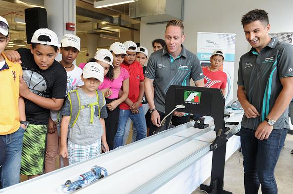 Queens - New York City「Jaguar Cars Brings STEM Education Initiative To New York City Ahead Of The Qualcomm New York City ePrix」:写真・画像(6)[壁紙.com]