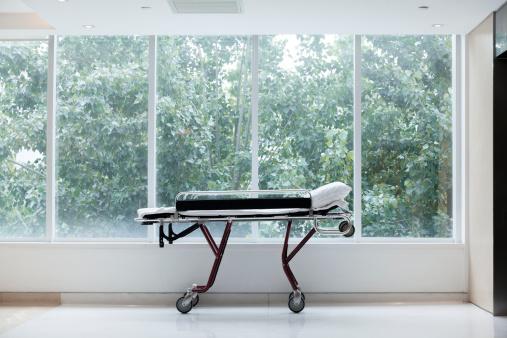 Stretcher「Empty stretcher in a hospital by glass windows, no people」:スマホ壁紙(10)