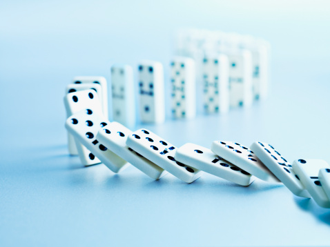 Risk「Dominoes falling in a row」:スマホ壁紙(8)
