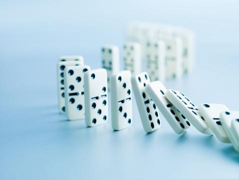 Conformity「Dominoes falling in a row」:スマホ壁紙(18)
