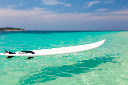 サーフィン「サーフボードの海」:スマホ壁紙(8)