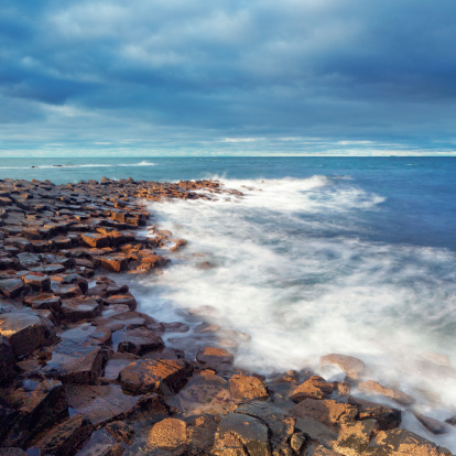Northern Ireland「Giant's Causeway on a cloudy day」:スマホ壁紙(13)
