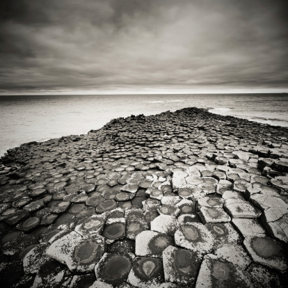 Basalt「Giant's Causeway on a cloudy day」:スマホ壁紙(6)
