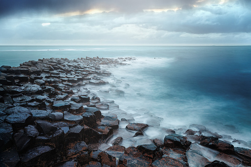 Rocky Coastline「Giant's Causeway, County Antrim, Northern Ireland」:スマホ壁紙(13)
