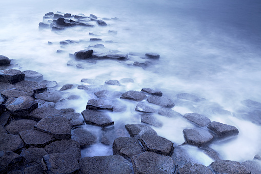 Basalt「Giant's Causeway long exposure shot」:スマホ壁紙(17)