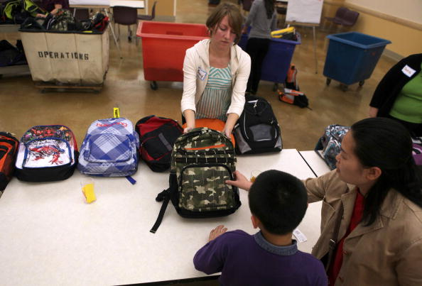 Backpack「Free Backpacks Are Distributed To Needy Students Ahead Of New School Year」:写真・画像(0)[壁紙.com]