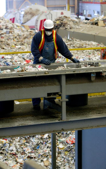 Recycling「San Francisco Waste Management Firm Uses Cutting Edge Recycling Facility」:写真・画像(15)[壁紙.com]