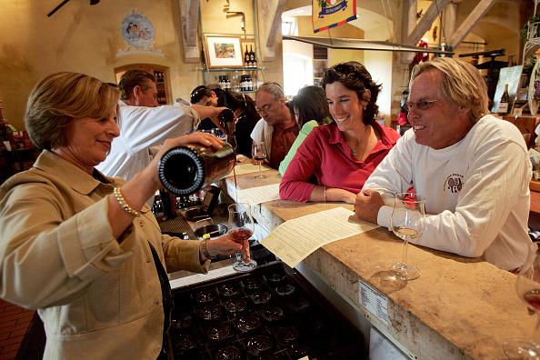 Tasting「Supreme Court Strikes Down Ban On Interstate Wine Sales」:写真・画像(12)[壁紙.com]