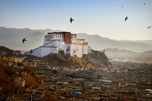 Himalayas「Shigatse Dzong, Gateway to Everest」:スマホ壁紙(14)