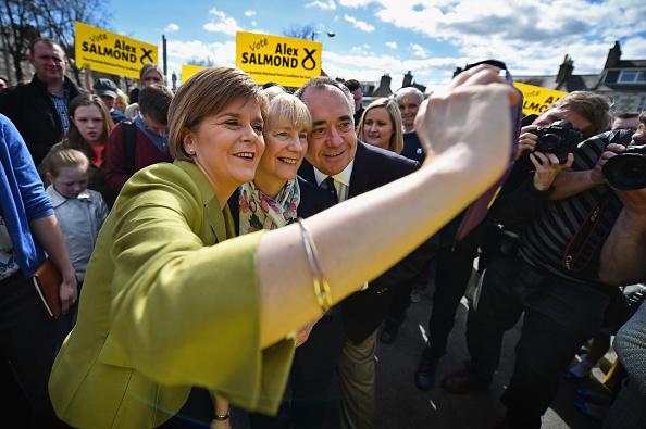 Wireless Technology「Nicola Sturgeon Joins Alex Salmond On The Campaign Trail」:写真・画像(3)[壁紙.com]