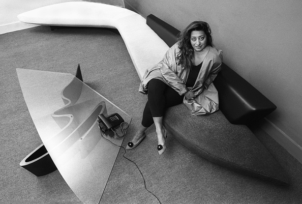 座る「Zaha Hadid」:写真・画像(14)[壁紙.com]