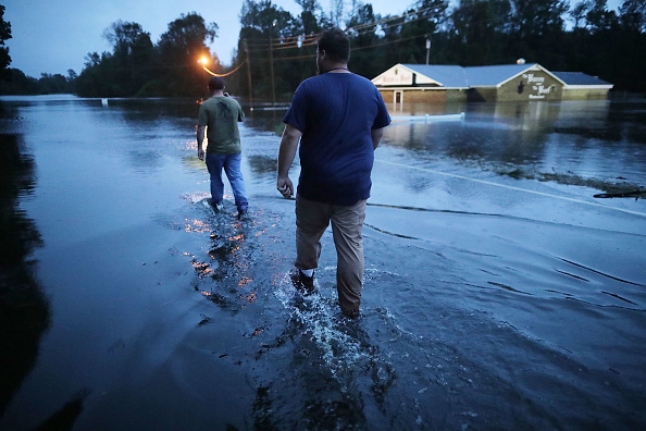Chip Somodevilla「Carolinas' Coast Line Recovers From Hurricane Florence, As Storm Continues To Pour Heavy Rain On The States」:写真・画像(6)[壁紙.com]