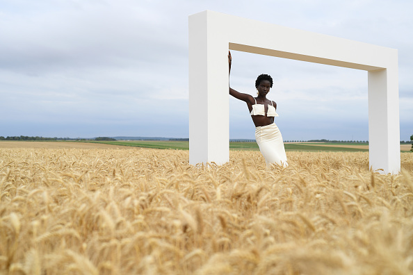 "Fashion「""L'Amour"" : Jacquemus Spring-Summer 2021 : First Line」:写真・画像(1)[壁紙.com]"