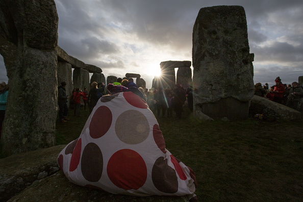 Matt Cardy「Druids Celebrate The Winter Solstice At Stonehenge」:写真・画像(9)[壁紙.com]