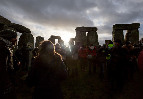 世界遺産「Druids Celebrate The Winter Solstice At Stonehenge」:写真・画像(10)[壁紙.com]