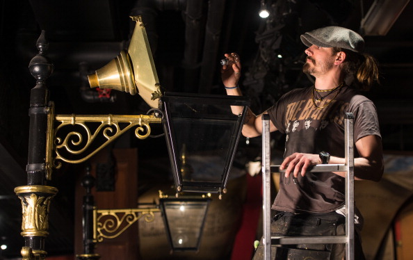 Light Bulb「Behind The Scenes At Madame Tussauds London 'The Spirit Of London' Ride」:写真・画像(15)[壁紙.com]