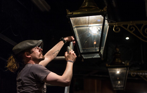 Light Bulb「Behind The Scenes At Madame Tussauds London 'The Spirit Of London' Ride」:写真・画像(2)[壁紙.com]
