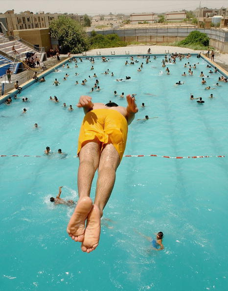 Barefoot「Temperatures Soar As Millions Go Without Water Supply In Baghdad」:写真・画像(14)[壁紙.com]