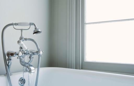 スイセン「Shower and bathtub」:スマホ壁紙(5)