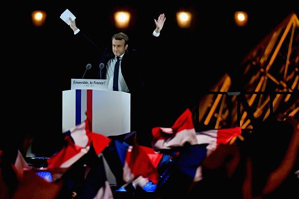 Tricolor「Emmanuel Macron Celebrates His Presidential Election Victory At Le Louvre In Paris」:写真・画像(10)[壁紙.com]