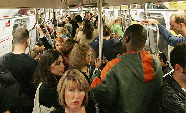 鉄道・列車「New Yorkers Continue To Ride Subway Despite Terror Threat」:写真・画像(16)[壁紙.com]