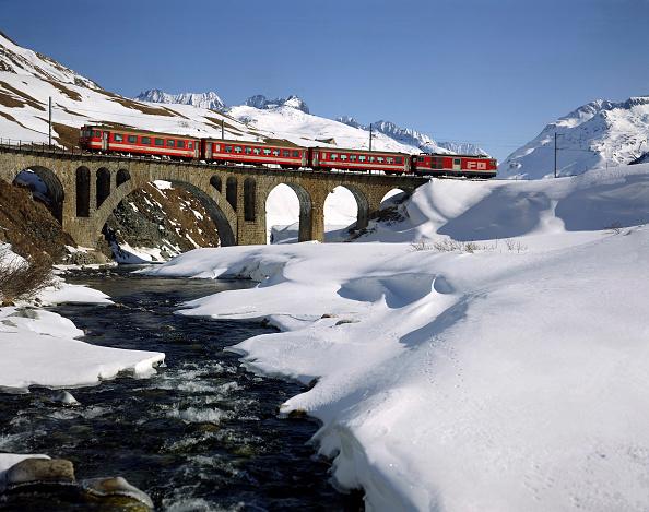 風景「Local Train in Winter Scenery (Track of the Glacier Express) - Swiss Alps - Canton of Uri - Switzerland」:写真・画像(5)[壁紙.com]