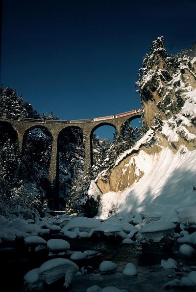 Land「Local train of Rhaetian railway crossing Landwasser viaduct, Swiss Alps, Canton of Grisons, Switzerland」:写真・画像(7)[壁紙.com]