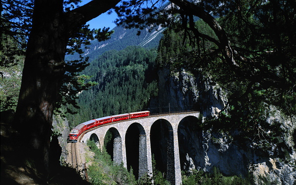 Pinaceae「Local train of Rhaetian railway crossing landwasser viaduct - Swiss Alps - canton of Grisons - Switzerland」:写真・画像(13)[壁紙.com]