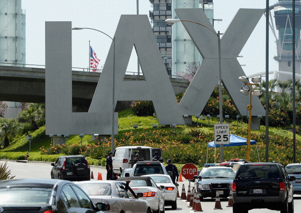 LAX Airport「Security Increased At LAX After Multiple Explosions During Boston Marathon」:写真・画像(1)[壁紙.com]