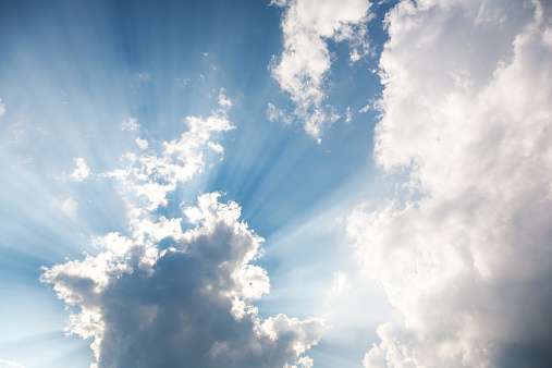 cloud「Sunrays coming through cumulus cloud」:スマホ壁紙(9)
