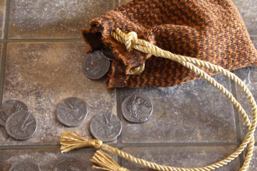 Selfishness「Cloth bag and silver coins」:スマホ壁紙(16)